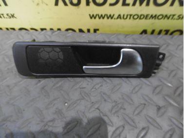 Pravá zadná vnútorná kľučka 4B0839020 - Audi A6 C5 4B 2003 Allroad Avant Quattro 2.5 TDI 132 kW AKE EYJ