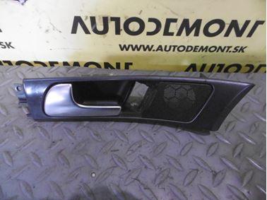 Ľavá predná vnútorná kľučka 4B1837019 - Audi A6 C5 4B 2003 Allroad Avant Quattro 2.5 TDI 132 kW AKE EYJ