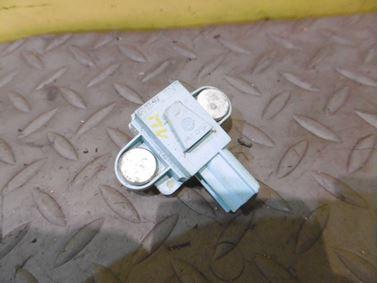 Nárazový senzor airbagu 4F0955557 4F0955557A - Audi A6 C6 4F 2006 Avant Quattro 3.0 TDI 165 kW BMK HVE