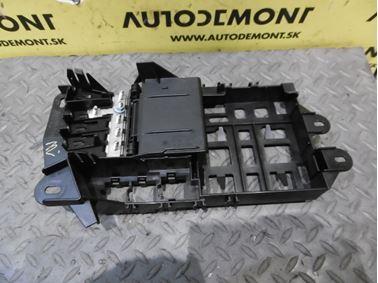 Poistková skrinka 4F0971845 - Audi A6 C6 4F 2006 Avant Quattro 3.0 TDI 165 kW BMK HVE