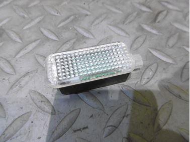 Interiérové svetlo 4E0947415 - Audi A6 C6 4F 2006 Avant Quattro 3.0 TDI 165 kW BMK HVE