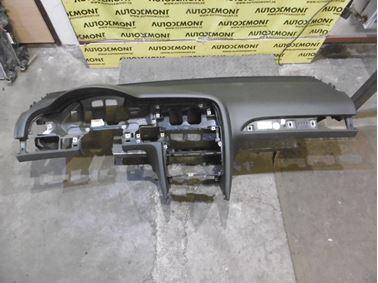 Palubná doska 4F1857041R 4F1819923A 4F1858005A - Audi A6 C6 4F 2006 Avant Quattro 3.0 TDI 165 kW BMK HVE