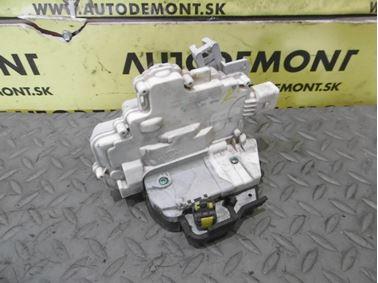 Pravý predný zámok dverí 4F1837016 - Audi A6 C6 4F 2006 Avant Quattro 3.0 TDI 165 kW BMK HVE