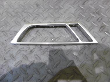 Pravý zadný kryt vnútornej kľučky dverí 4F0867498 - Audi A6 C6 4F 2006 Avant Quattro 3.0 TDI 165 kW BMK HVE