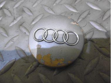 4B0601170 - Stredová krytka - puklička - Audi A1 2011 - 2018 A2 2000 - 2005 A3 1997 - 2013 A4 1998 - 2008 A6 1998 - 2011 A6 Allroad 2000 - 2005 A8 1999 - 2010 A4 Cabriolet 2003 - 2009