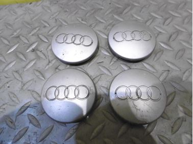 8D0601170 - Stredové krytky - pukličky - Audi A3 2004 - 2013 A4 1999 - 2005 A6 1998 - 2005 Q7 2007 - 2015